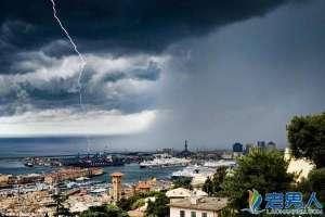 意大利惊现天海相接水龙卷 盘全球罕见奇特自然景观