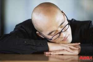 资讯生活你知道趴着睡觉会影响男性生育能力吗?
